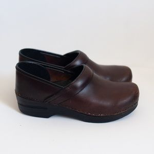*dansko* professional brown leather clogs size 39